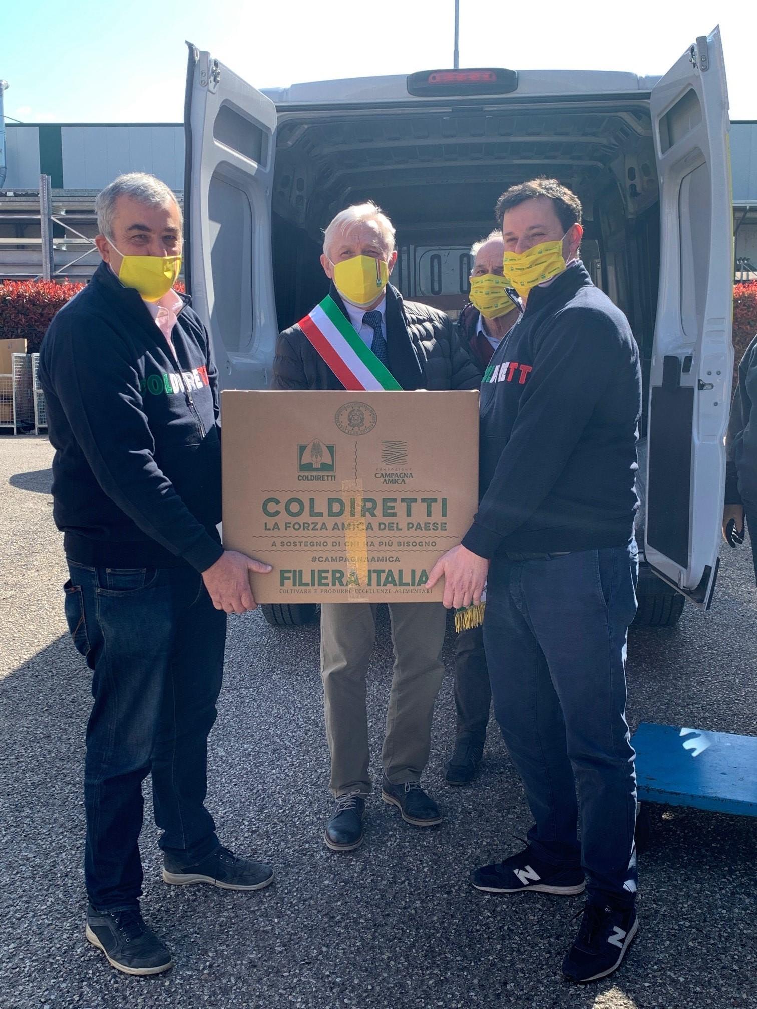 Da Coldiretti i pacchi della solidarietà nell'Area Nord