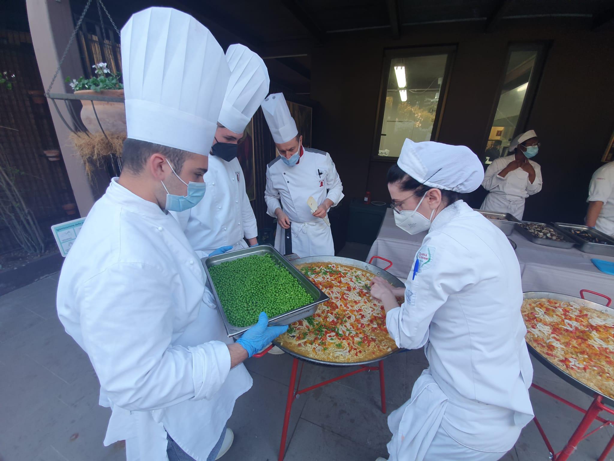 """Cfp Nazareno: gli allievi della IV di cucina vincitori del concorso """"Il peso delle idee"""""""